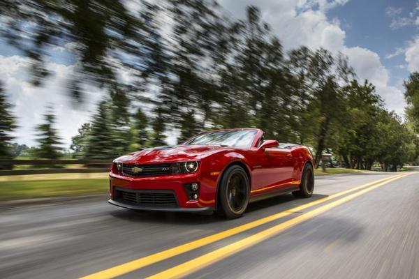 2013-Chevrolet-Camaro-ZL1Conv-cruising-blur