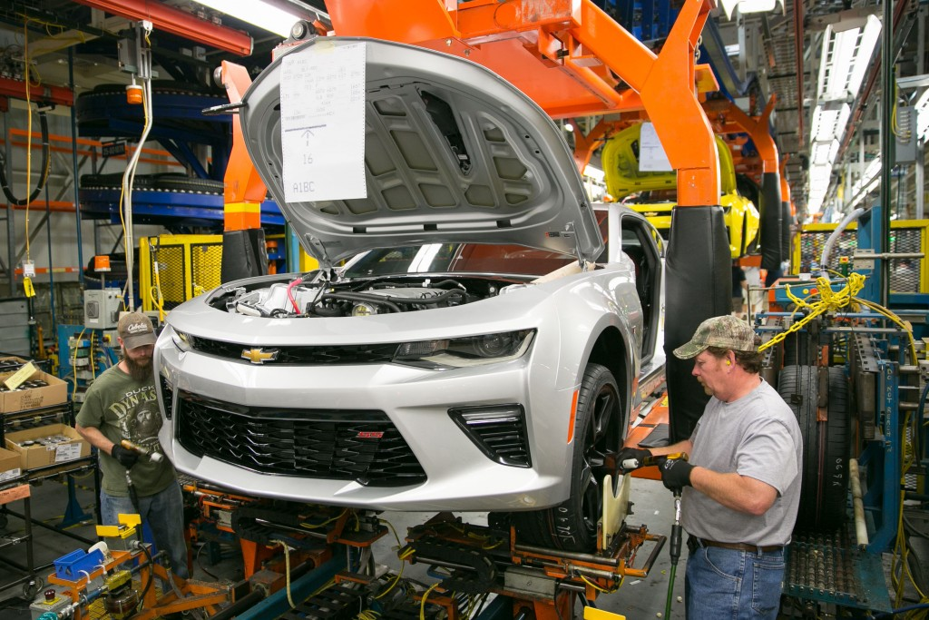 Larry Conarton, right, and Ben Spedoske install wheels and tires on a pre-production 2016 Chevrolet Camaro for testing Thursday, May 28, 2015 at the General Motors Lansing Grand River Assembly Plant in Lansing, Michigan, where GM announced today it will invest $175 million for new tooling and equipment to build the sixth-generation Chevrolet Camaro - and the return of hundreds of workers to build America's best-selling performance car for the last five years. (Photo by John F. Martin for General Motors)